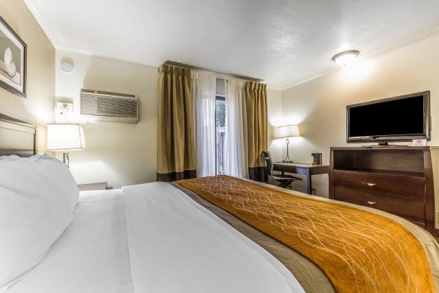 1 King Bed 1 Double Bed Non Smoking At The Comfort Inn Santa Cruz