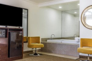 Comfort Inn Santa Cruz - Hot Tub In Select Rooms